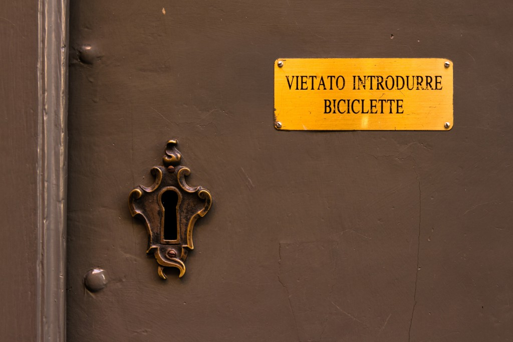 © Chiara Scano - Vietato introdurre biciclette
