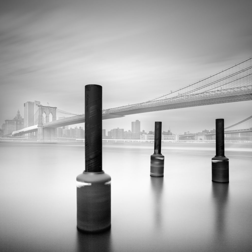 3 Postes En Brooklin Bridge - © Moises Levy