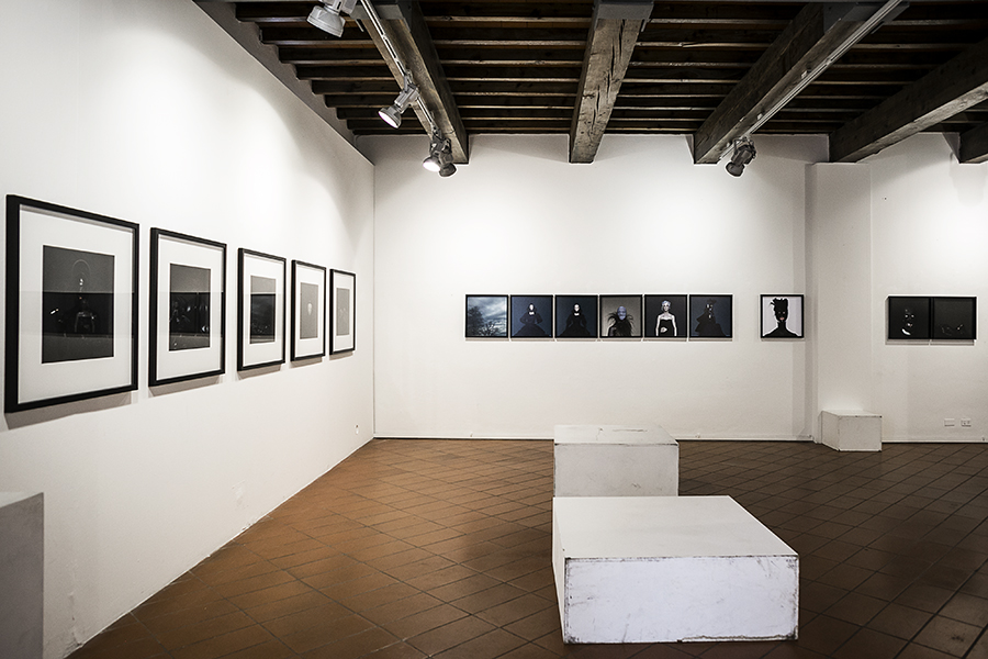 Le sale della Paggeria con le foto di Mustafa Sabbagh