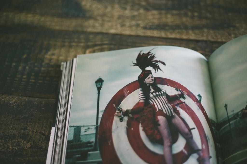 Meg White dei White Stripes © Annie Leibovitz