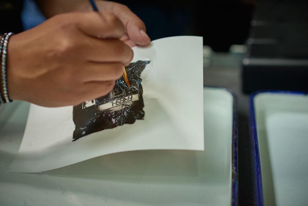Stendere l'emulsione sul supporto