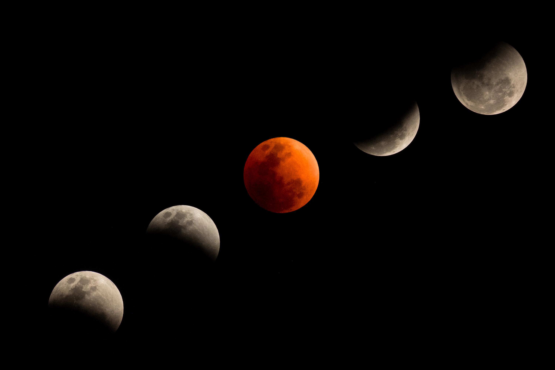 """Una tipica eclissi con """"Luna di sangue"""""""
