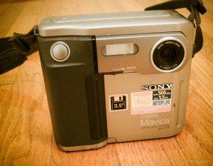 La prima macchina fotografica digitale: Sony Mavica FD5