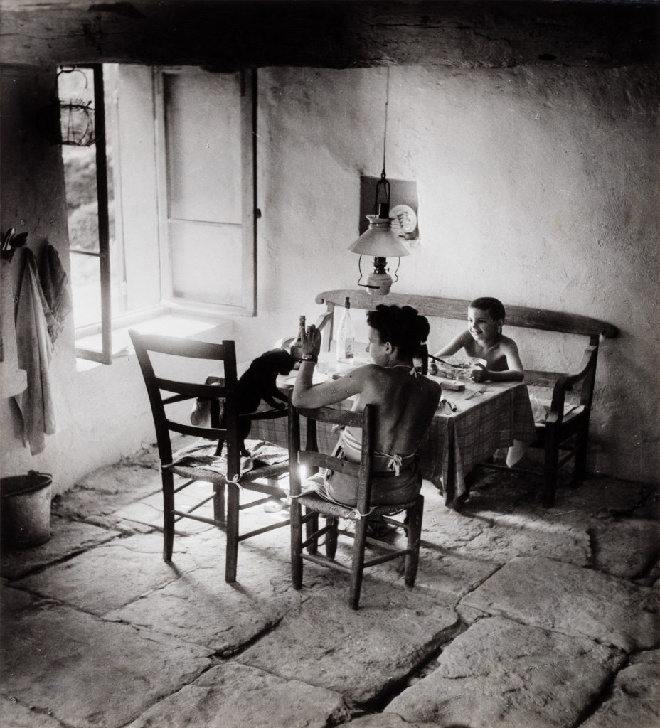 © Willy Ronis, Gordes, 1949