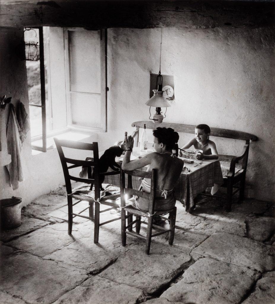 © Willy Ronis, Gordes, 1949