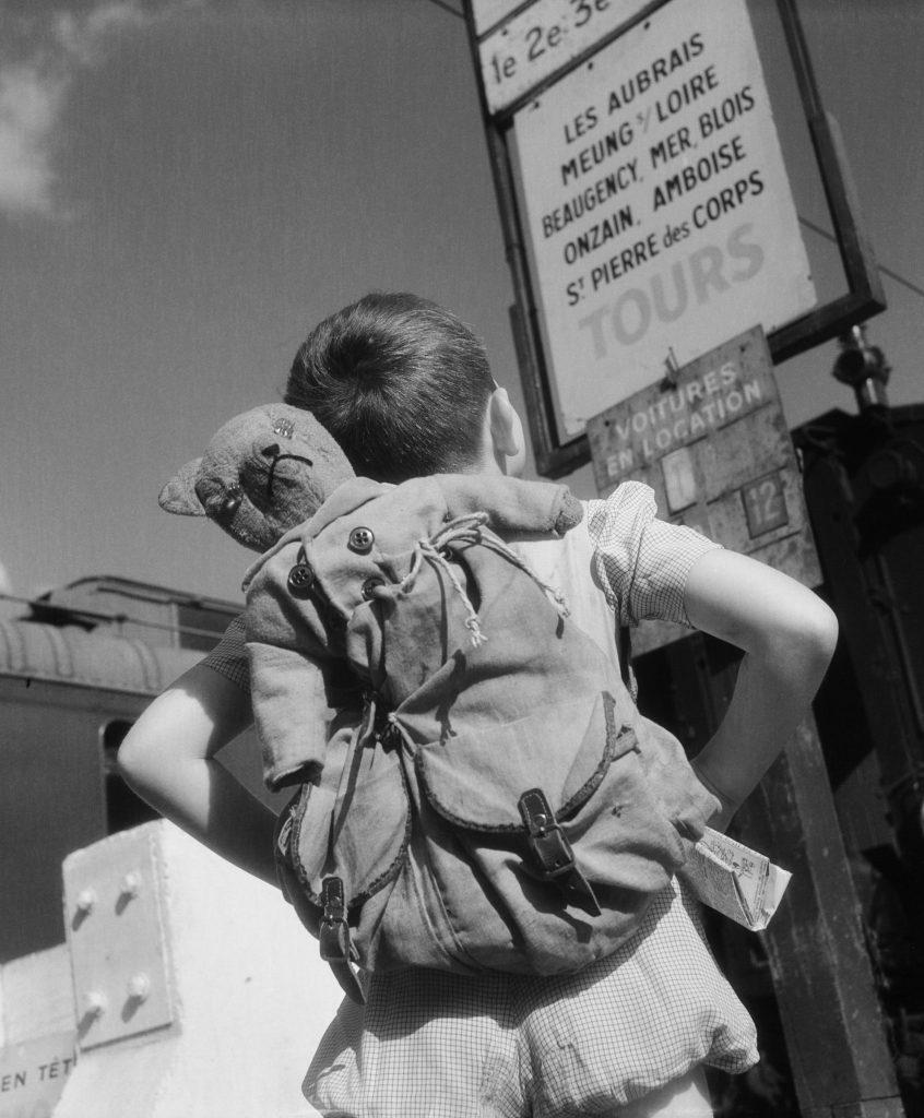 Vincent sur la route des vacances, 1946 © Willy Ronis